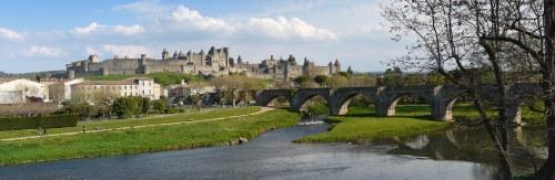 Panorama de la cité médiéval de Carcassonne et son pont vieux