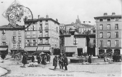 le-puy-place-cadelade-mini.jpg